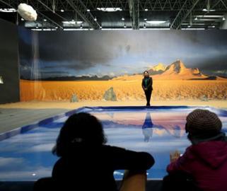 巨幅《阿尔金山》亮相三门峡似身临其境 吸引民众纷纷打卡