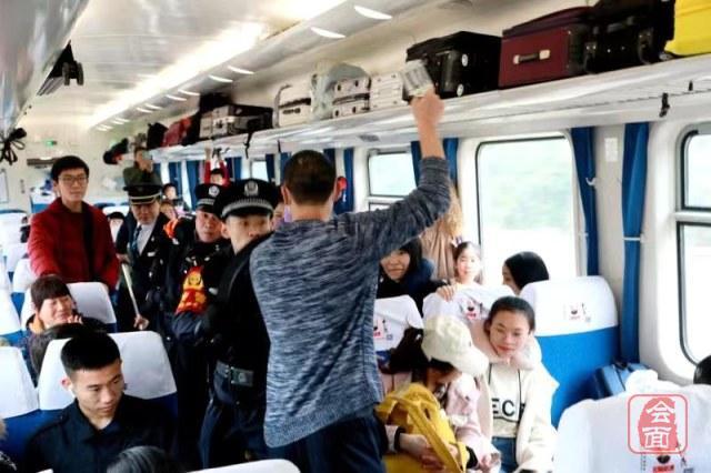 【2020郑春运】5分钟成功处置1名暴徒!郑州铁路公安开展反恐演练保春运平安有序