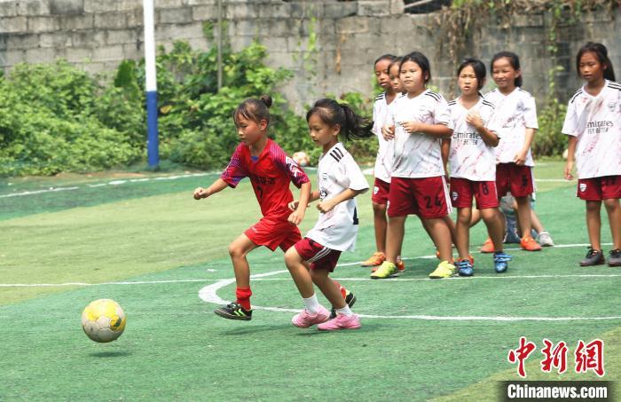 公益足球项目走进广西柳州乡村助力乡村振兴